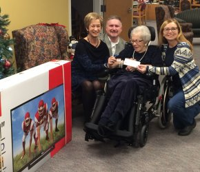Family council co-chair Eda McAvoy and our Administrator Sean Weylie presenting a cheque to the winner.